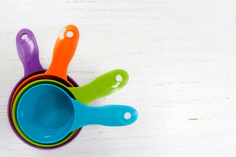 different colored measuring cups