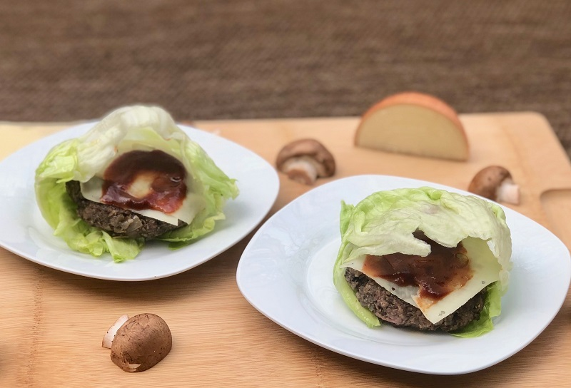Lettuce Wrapped Mushroom and Swiss Burger